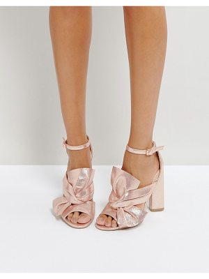 QUPID Qupid Knot Front Block Metallic Sandals