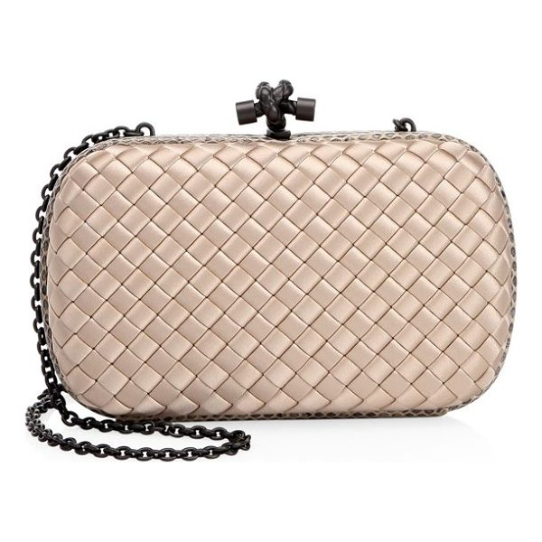 BOTTEGA VENETA knot clutch bag - Compact minaudiere with silky woven texture. Chain shoulder...