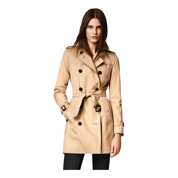 BURBERRY kensington mid-length heritage cotton trench coat - Modern-fit cotton Kensington is tailored with a tapered...