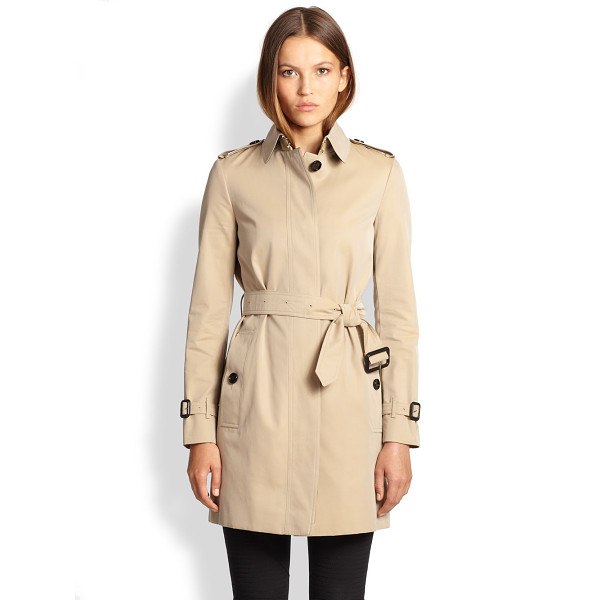 BURBERRY LONDON Rochester trenchcoat - The classic trench is recast with a concealed placket for a...