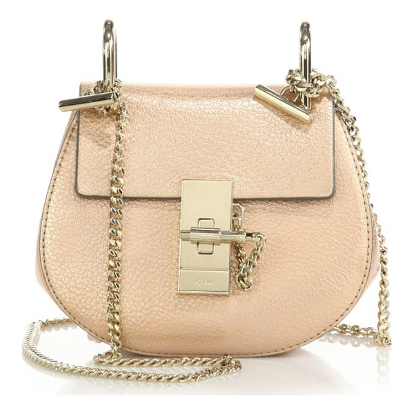 CHLOE drew nano leather saddle crossbody bag - A lustrous metallic finish and sleek, radiant hardware lend...