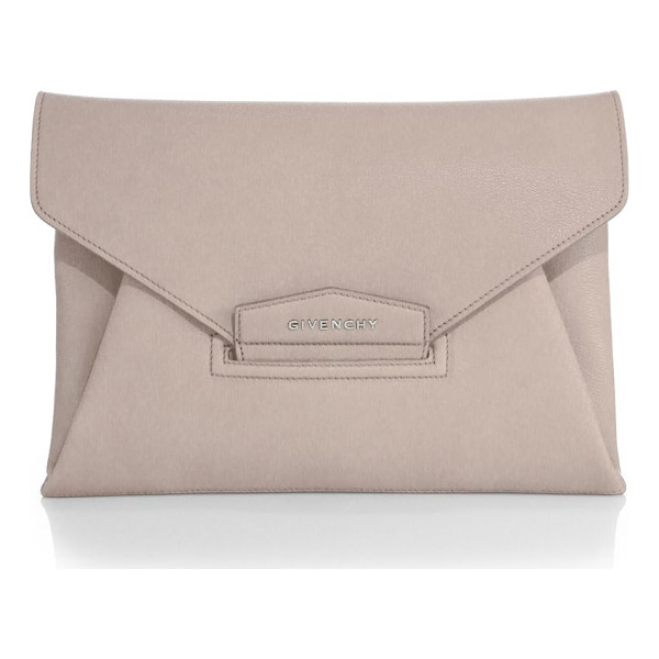 GIVENCHY antigona medium clutch - A classic staple for day or night, this versatile clutch