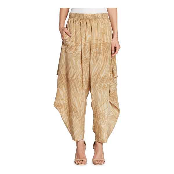 HALSTON abstract print ruffle pants - Flowy side ruffle details update these printed pants....
