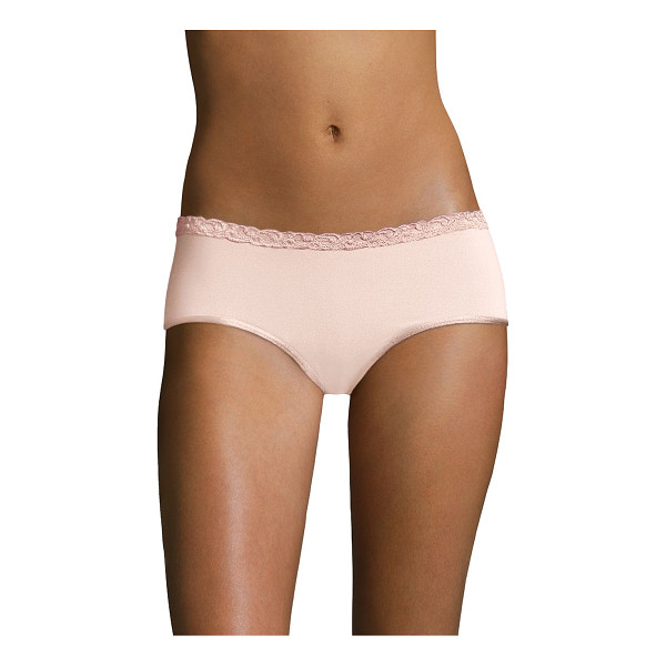 NATORI FOUNDATIONS bliss pure girl shorts - Scalloped lace and satin trim add an undeniably feminine...