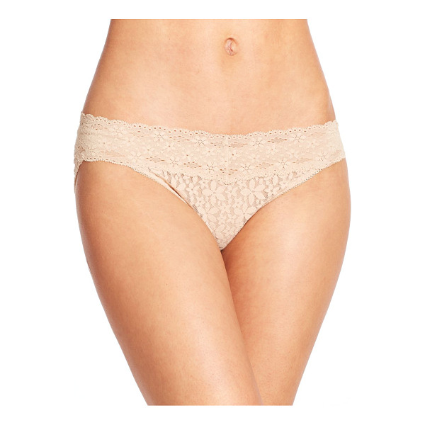 WACOAL halo lace bikini - Crafted in feminine lace, this classic silhouette is a...