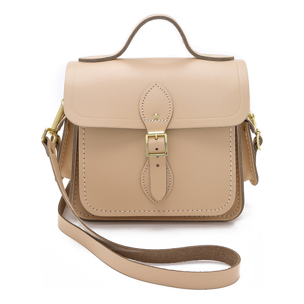 CAMBRIDGE SATCHEL Small traveller bag with side pockets - A petite Cambridge Satchel shoulder bag with buckles at the