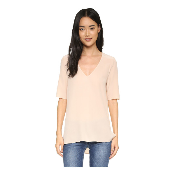 EQUIPMENT Otis top - A relaxed Equipment top in soft silk crepe. Split hem. Deep...