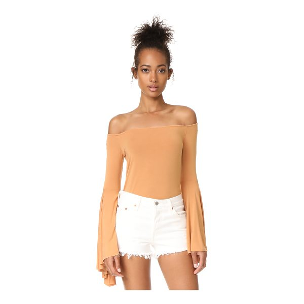 FREE PEOPLE birds of paradise top - This soft Free People shirt has an off-shoulder profile and...