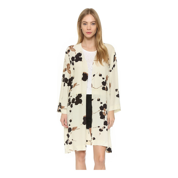 GANNI Ryder kimono - A floral Ganni kimono with a relaxed fit. Side slits and...