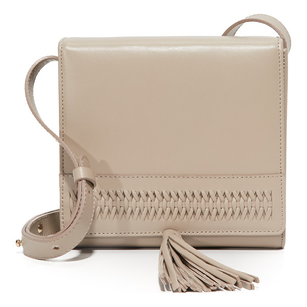 GRACE ATELIER DE LUX la boite tassel cross body bag - This boxy GRACE ATELIER DE LUX cross-body bag is accented...