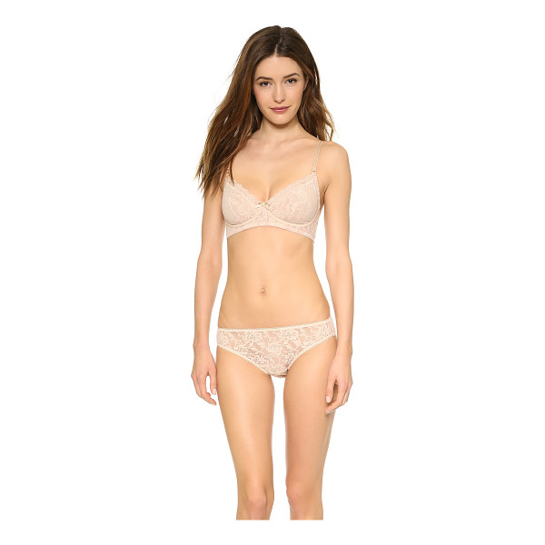HANKY PANKY signature lace glam bra - This stretch-lace bra features a ribbon bow between the...