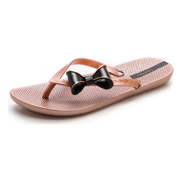 IPANEMA Neo clara bow flip flops - Structured bows accent the textured straps on metallic