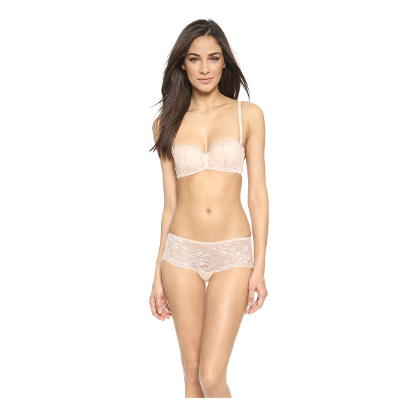 LA PERLA Begonia covertible bra - Scalloped lace details the lightly padded cups of this La...