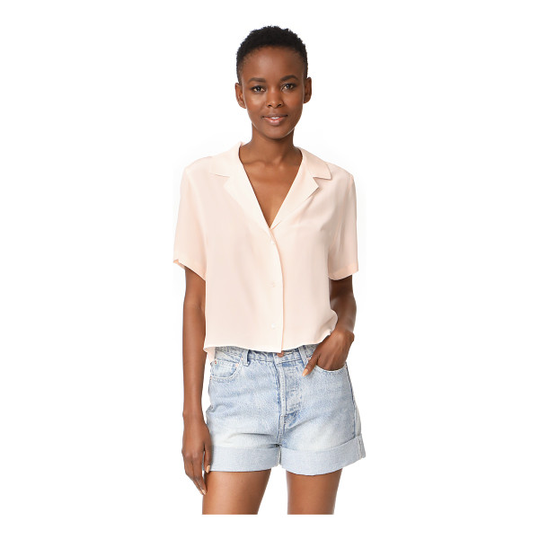 RAILS maui blouse - A relaxed RAILS blouse with a cropped profile, rendered in...
