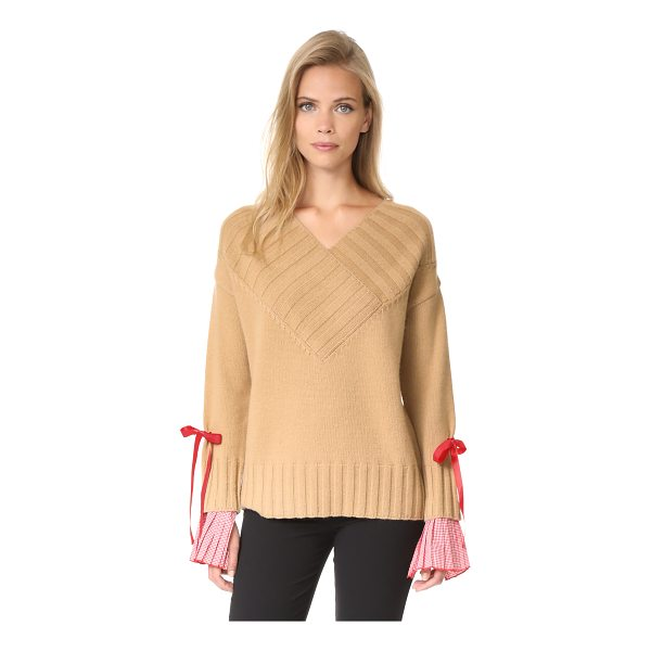 ROMANCHIC deep v neck sweater - A relaxed Romanchic sweater with detachable inset cuffs and...