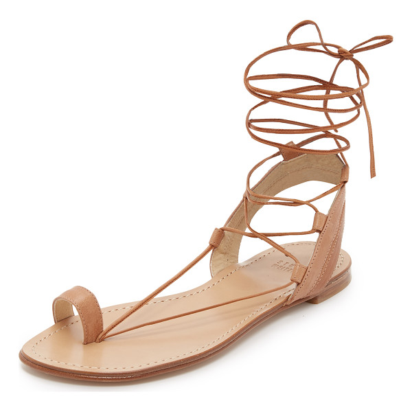 STUART WEITZMAN Lasso flat sandals - Smooth leather straps compose these toe ring Stuart