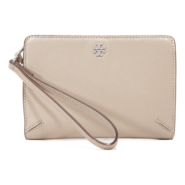 TORY BURCH Robinson wristlet - A versatile Tory Burch wallet in saffiano leather. Optional