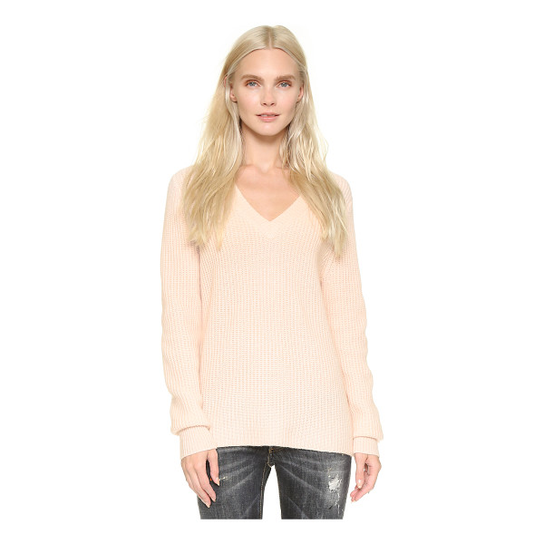 VEDA Anne cashmere sweater - A relaxed VEDA sweater in luxe cashmere. Leather patches...