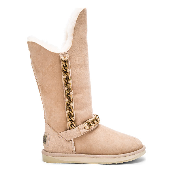 AUSTRALIA LUXE COLLECTIVE Maverick boot - Suede upper with rubber EVA sponge sole. Dyed sheepskin...