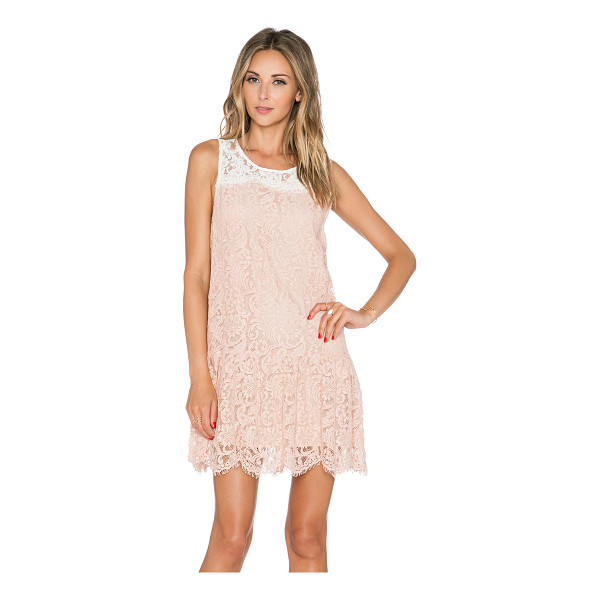 ESSENTIEL Kason dress - Cotton blend. Fully lined. Lace fabric with scalloped hem....