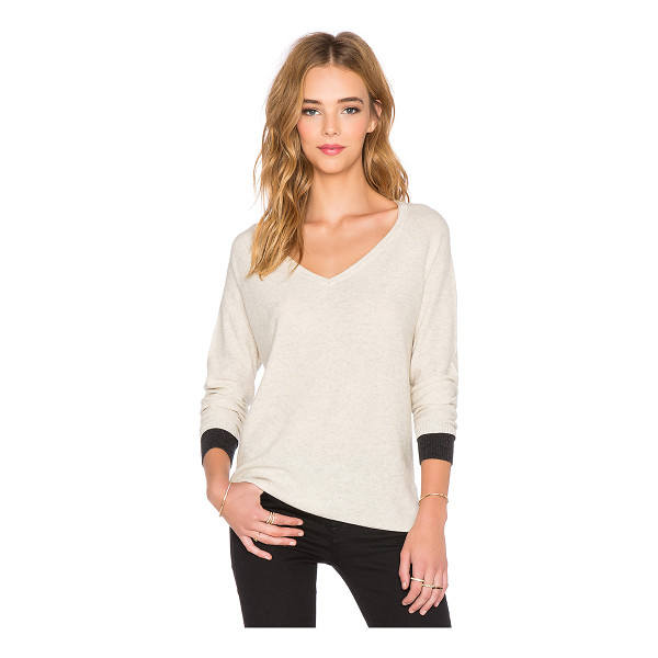THREE DOTS Raglan v neck sweater - 55% silk 45% cashmere. Dry clean only. THRR-WK7. IL2341....