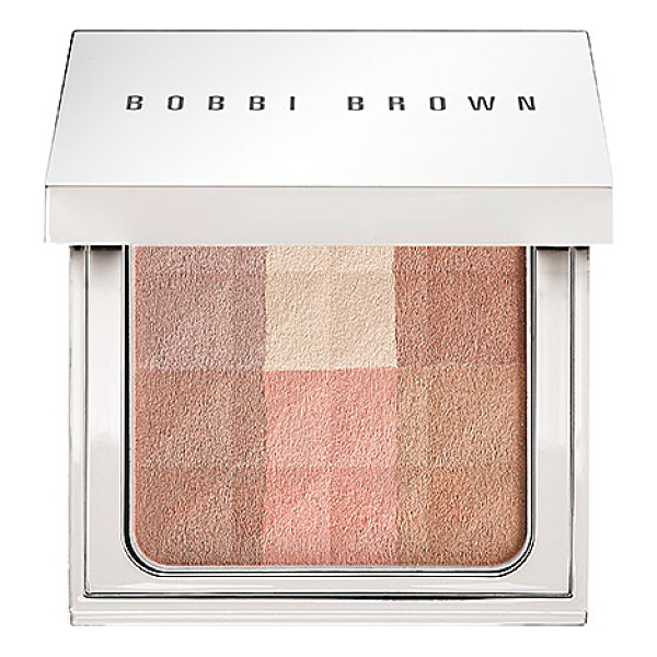 BOBBI BROWN brightening finishing powder brightening nudes - An all-over powder that instantly illuminates skin with a...