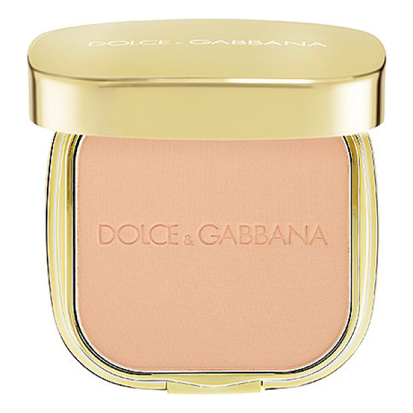 DOLCE & GABBANA the foundation perfect finish powder foundation classic 60 - A versatile wet or dry formulation that gives a matte or...