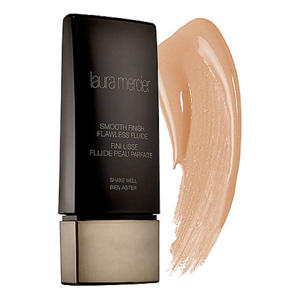 LAURA MERCIER smooth finish flawless fluide buff - A long-wear, oil-free foundation that magically blurs the...