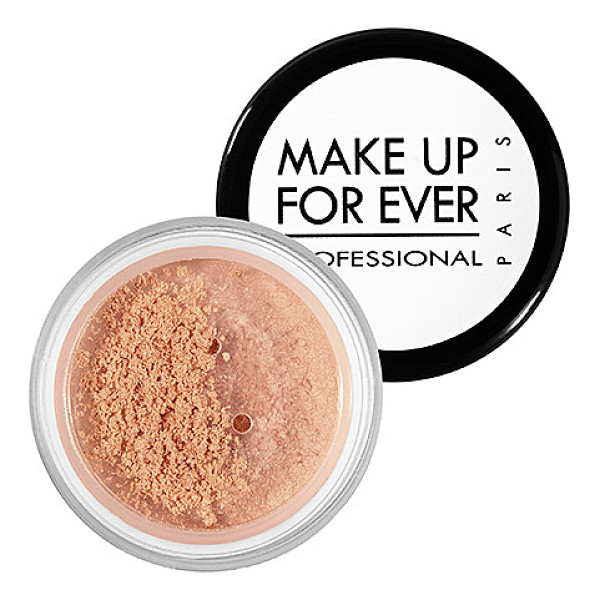 MAKE UP FOR EVER star powder iridescent beige 926 0.09 oz/ 2.8 g - This shimmering, silky powder catches the light and gives...