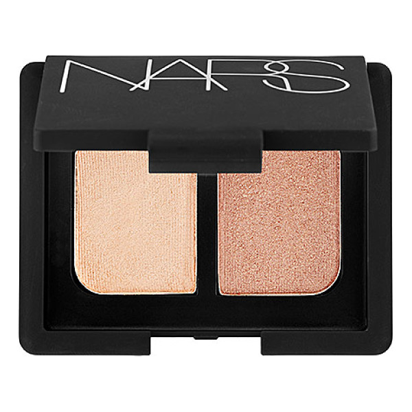 NARS duo eyeshadow silk road 0.14 oz/ 4 g - A mini mirrored compact featuring two crease-proof NARS eye...