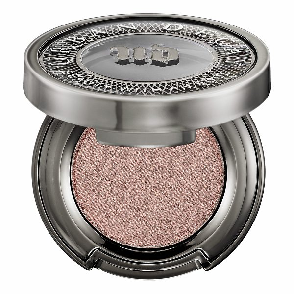 URBAN DECAY Eyeshadow Chopper - An innovative eyeshadow that delivers a high-pigment,...