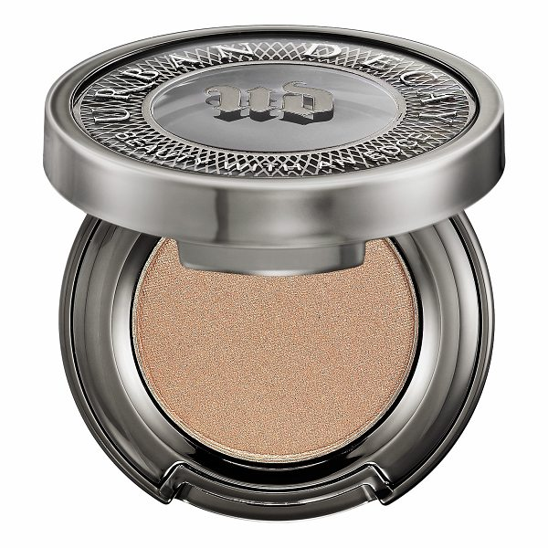 URBAN DECAY Eyeshadow Easy Baked - An innovative eyeshadow that delivers a high-pigment,...
