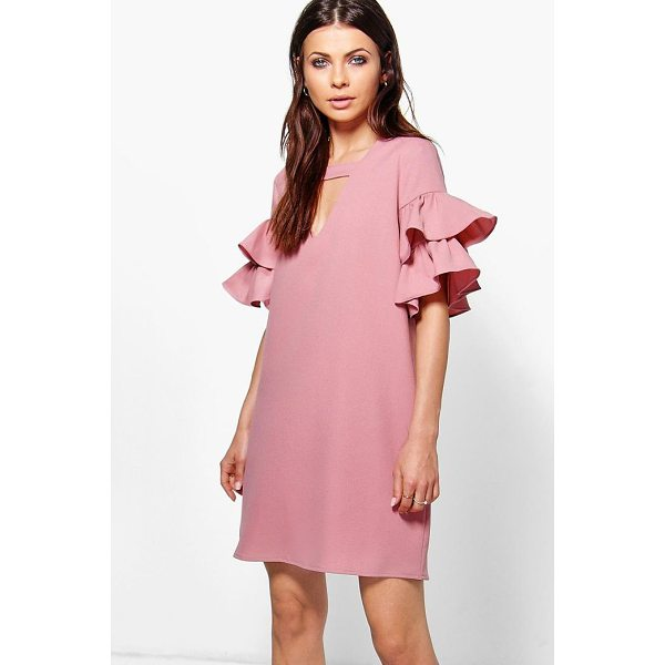 BOOHOO Georgia Tiered Plunge Shift Dress - Dresses are the most-wanted wardrobe item for day-to-night...