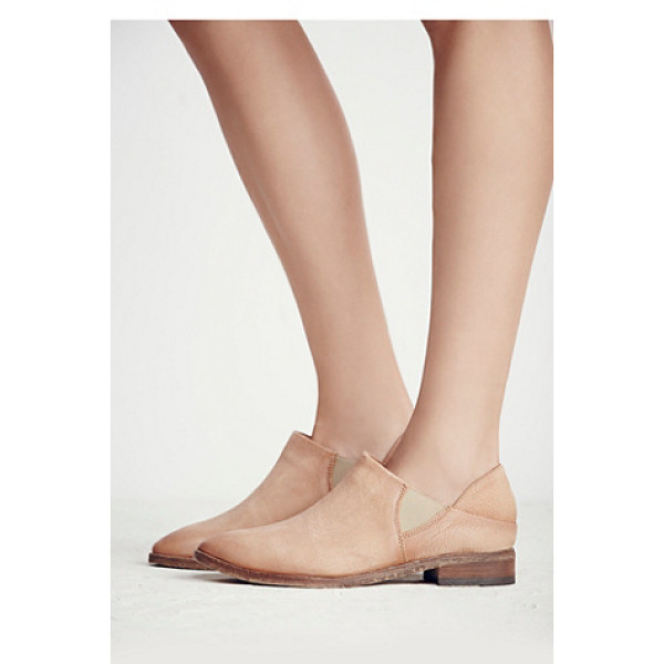 FP COLLECTION Azalea flat - Washed leather slip-on ankle boots featuring a pointed toe...