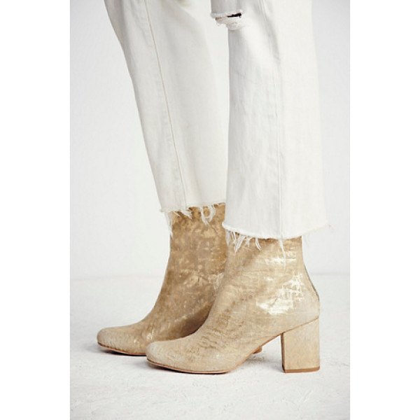 FP COLLECTION Cecile ankle boot - Classic leather ankle boots featuring a chic shape...