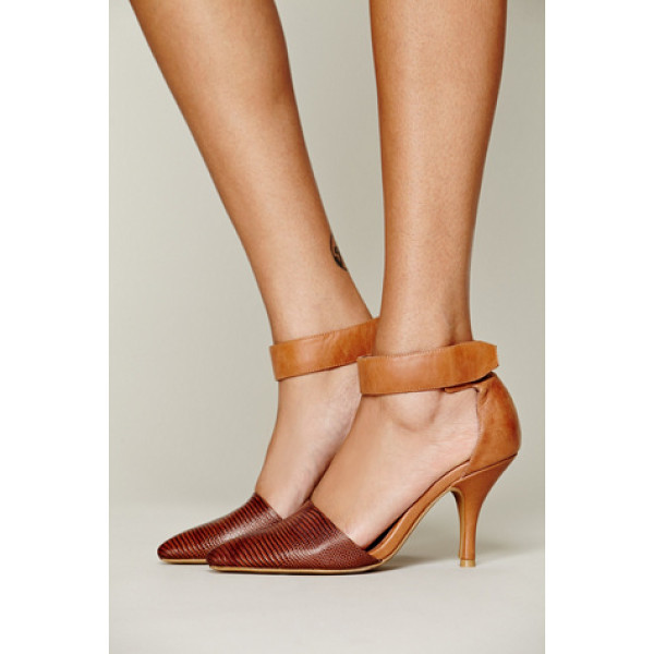 FREE PEOPLE Drake heel - Double textured leather and suede heel with pointy toe and...
