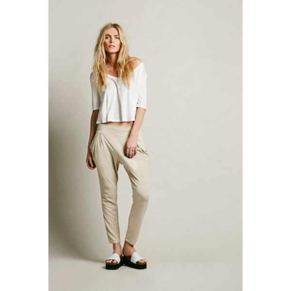 FREE PEOPLE Drapey pocket pant - Soft and comfy high waisted ankle pants with drapey front...