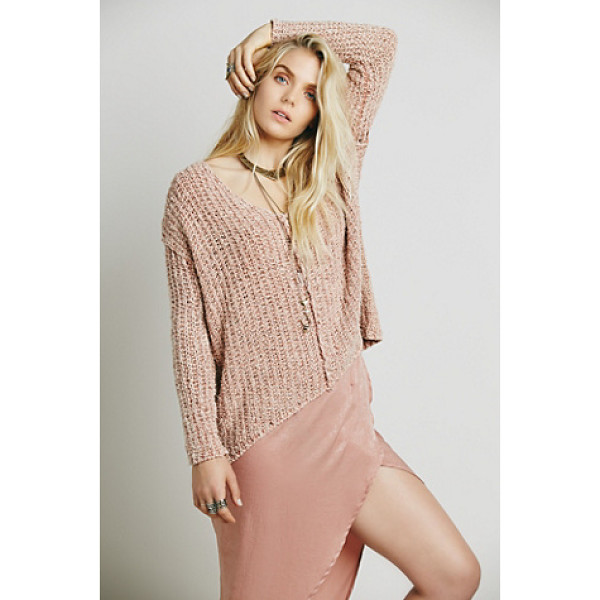 FREE PEOPLE Dreamweaver pullover - Chunky knit pullover featuring a V-Neck and a subtle high...
