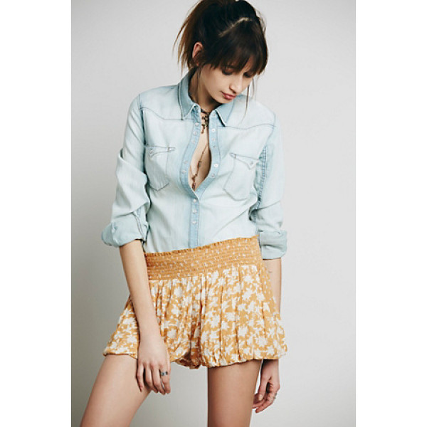 FREE PEOPLE Silver lace soft short - Mixed print crinkly crepe short with stretchy smocked...