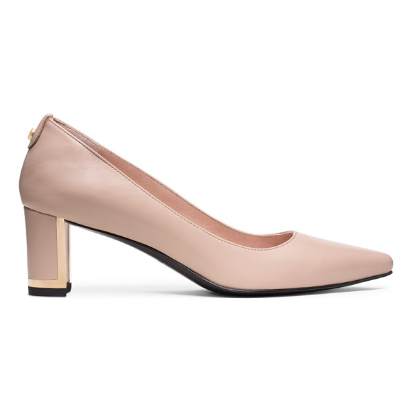 STUART WEITZMAN Logofirstclass - Timelessness with a twist: the classic pointed-toe pump...
