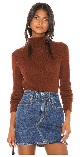 525 America cashmere turtleneck sweater in red clay