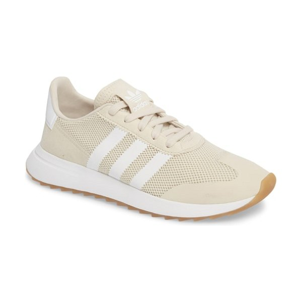 Adidas flashback sneaker in clear brown/ brown/ white - An iconic running shoe from the '70s gets a modern...