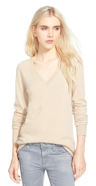 AG Adriano Goldschmied hayden v-neck cashmere sweater in light sand - The decadent softness of pure cashmere elevates a V-neck...