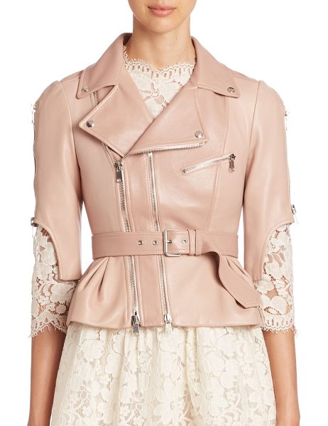 ALEXANDER MCQUEEN cropped leather moto jacket - Cropped, belted moto jacket in smooth leather. Fold-over...