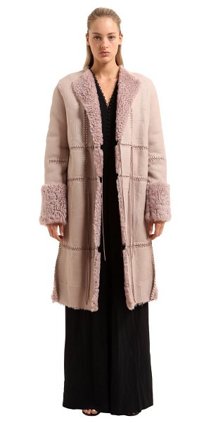 Alexander McQueen Patchwork shearling coat in pink - Front self-tie closure . Patchwork construction. Lace-up...