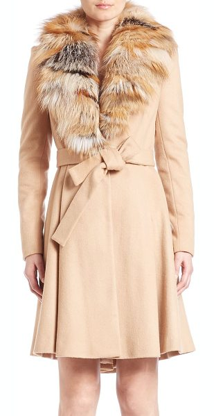 Alice + Olivia Nikita fox-fur trimmed coat in lightcamel - Plush fox fur trims the collar of this luxe belted...