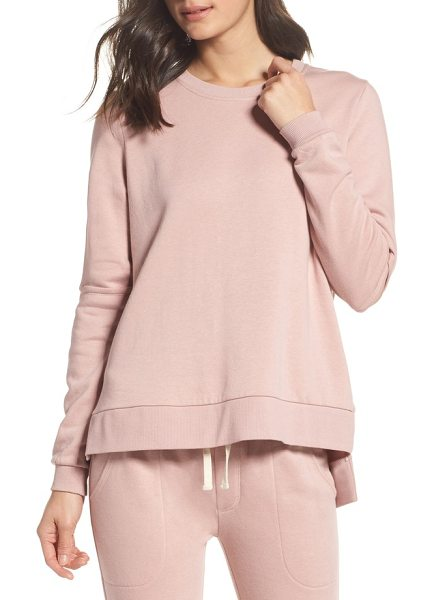 Alternative cutout sweatshirt in rose quartz - Cutouts at the elbows and a structured silhouette is all...