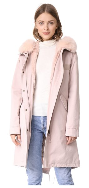 Army By Yves Salomon long parka with fur lining in peach pearl - This military-inspired Army By Yves Salomon has an...