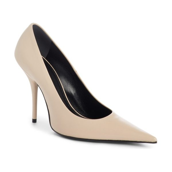 Balenciaga pointy toe pump in beige poudre - A dramatically pointed toe completes the impeccable...