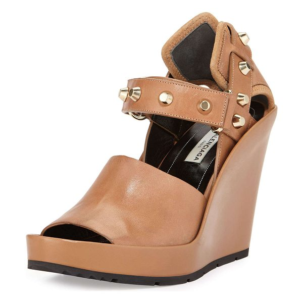 Balenciaga Studded leather wedge sandal in camel - Balenciaga leather wedge sandal with flat-top studs. 4....